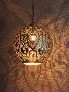 Leuk effect in kleine ruimte, toilet?html Past dit qu. Moroccan Lighting, Moroccan Lanterns, Rustic Lighting, Brass Ceiling Light, Brass Lamp, Ceiling Lights, Contemporary Home Furniture, Home Decor Furniture, Kitchen Lighting Fixtures