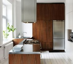 wood & stainless steel appliances