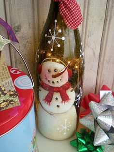 wine bottle snowman Glass Bottle Crafts, Wine Bottle Art, Painted Wine Bottles, Lighted Wine Bottles, Snowman Crafts, Holiday Crafts, Christmas Wine Bottles, Wine Craft, Bottle Painting