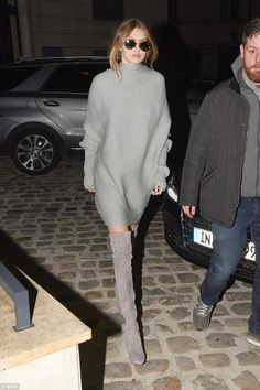 Gigi and Bella Hadid Get Ready for More Paris Fashion Week Shows!: Photo Gigi Hadid and her sister Bella step out together on Monday evening (January in Paris, France. The model sisters headed inside Karl Lagerfeld's offices,… Street Style Trends, New Street Style, Fashion Week Paris, Street Fashion, Gigi Hadid Style, Winter Chic, Fall Winter, India, Cara Delevingne