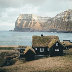 Black house with grass roof in Faroe Islands, Denmark Places Around The World, Oh The Places You'll Go, Places To Travel, Places To Visit, Around The Worlds, Beautiful World, Beautiful Places, Travel Photographie, Belle Villa