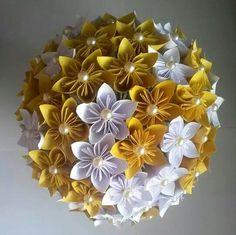 Buquê de papel, flores de kusudama. Feito por mim! Fica lindo como buquê de noiva, e dura pra sempre. Veja mais modelos em www.facebook.com/papeletal Buquê de origami