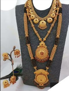 Traditional Mangalsutra Design - The handmade craft Real Gold Jewelry, Gold Wedding Jewelry, Gold Jewelry Simple, Gold Jewellery Design, Bridal Jewellery, Tanishq Jewellery, Jewelry Art, Gold Mangalsutra Designs, Mangalsutra Simple