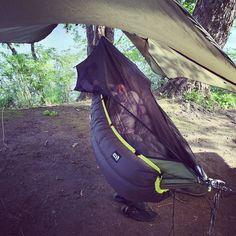 The best way to #sleep at the #delawareriver is in a #hammock #hammocklife #warbonnetoutdoors #eno #nemoequipment #delawarewatergap by @jasp0r