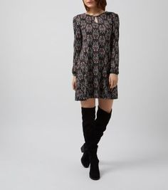 £17.99 New Look Black Abstract Print Keyhole Front Swing Dress