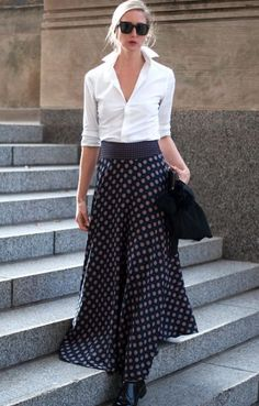 Banana republic foulard maxi skirt fashion tips in 2019 плат Maxi Skirt Outfits, Winter Skirt Outfit, Dress Skirt, Long Black Skirt Outfit, Work Fashion, Skirt Fashion, Fashion Outfits, Womens Fashion, Fashion Tips