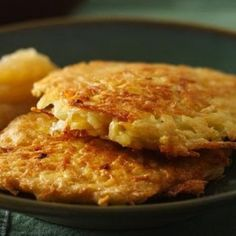 Bisquick® Potato Pancakes Recipe – Impress your friends with these simple and delicious pan-fried potato pancakes made with shredded hash brown potatoes, eggs, milk, Bisquick, and green onion. Potato Dishes, Potato Recipes, Food Dishes, Side Dishes, Greek Dishes, Main Dishes, Crepes, Brunch Recipes, Breakfast Recipes