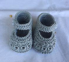 Blog Abuela Encarna Baby Booties Knitting Pattern, Knit Baby Shoes, Crochet Baby Boots, Knit Baby Booties, Knitted Baby Clothes, Baby Knitting Patterns, Knitting Designs, Baby Bootees, Baby Kimono