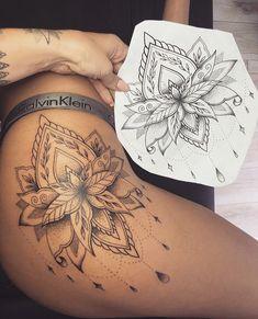 Top Unique Thigh Tattoo For Women Top Unique Oberschenkel Tattoo für Frauen Cute Thigh Tattoos, Floral Thigh Tattoos, Sexy Tattoos, Body Art Tattoos, Small Tattoos, Mandala Thigh Tattoo, Henna Thigh Tattoo, Tatoos, Tattoo Drawings