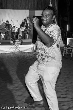 Dancing to tunes! Dancing, Capri Pants, Concert, Beach, Fashion, Dance, Capri Pants Outfits, Moda, Capri Trousers