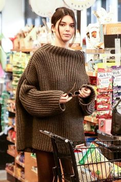 Kendall was equipped with teeny futuristic sunglasses while out Kendall Jenner Hailey Baldwin Model Streetstyle Model Off-Duty Fall Fashion Trends, Autumn Fashion, Kendall Y Kylie Jenner, Knitwear Fashion, Brown Sweater, Pulls, Kardashian, Knitting, My Style