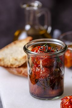 Tomates cherries confitados caseros Tapas, Salty Foods, Tomato And Cheese, Party Dips, Pan Dulce, Sin Gluten, Deli, Pickles, Cucumber