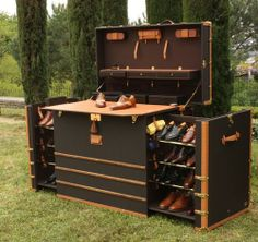 Shoe cabinet, portable that is :) Shoe Shine Box, Campaign Furniture, Vintage Trunks, Old Suitcases, Steamer Trunk, Trunks And Chests, Vintage Luggage, Antique Boxes, Shoe Cabinet