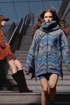 Knitwear Fashion, Knit Fashion, Fashion Week, Fashion 2020, Spring Fashion, Autumn Fashion, Womens Fashion, Fashion Beauty, 30 Outfits