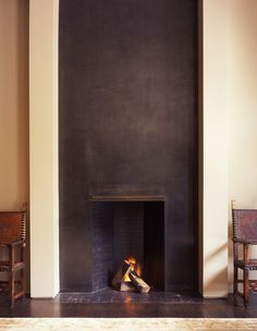 Corner fireplace ideas and photos (indoor / outdoor). From design, decor, and pictures for your living room. Metal Fireplace, Home Fireplace, Modern Fireplace, Fireplace Surrounds, Fireplace Design, Fireplace Mantels, Fireplaces, Rumford Fireplace, Minimalist Fireplace
