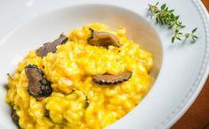 Comida italiana: risoto de abóbora com camarões e trufa.