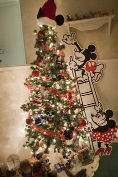disney tree. Need to do this with all my disney ornaments!