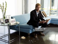 Patrick Jane, Simon Baker, The Mentalist, Crime, Kimball Cho, Robin Tunney, Funny Sports Pictures, Cop Show, Blue Couches