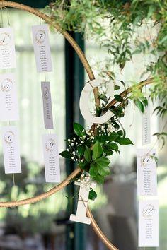 Ideias simples e criativas para criar o vosso seating plan!   #casamento #inspiração #ideias #seatingplan #tema #criatividade #copodeágua #convidados #casamentospt Seating Plans, How To Plan, Silver Anniversary, Flower Decoration, Weddings, Creativity, Ideas