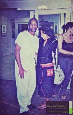 """aaliyahalways: """"""""Aaliyah & @manlyhandz """" """" I absolutely adore this photo. Her hair. Her face. Everything about it. Dressed down, looking so chill and adorable. And I love the photobomb from Momma..."""