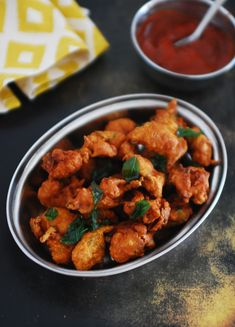 Indian style Chicken pakora / pakoda at home. A simple, easy and quick Indian style Chicken popcorn / fritters made with gram flour and spices. Veg Cutlet Recipes, Cutlets Recipes, Pakora Recipes, Appetiser Recipes, Chicken Pakora Recipe, Chicken Recipes, Veg Recipes, Turkey Recipes, Cooking Recipes