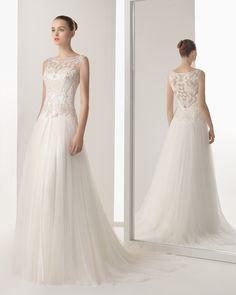 INES - Vestido bordado com brilhantes e tule sedoso em cor marfim.