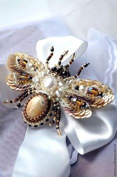 Love the use of sequins! Also, could be a good design for a really great large oval stone Agia Reztsova, Honeybee Bee Jewelry, Insect Jewelry, Jewelry Art, Handmade Jewelry, Jewelry Design, Embroidery Jewelry, Beaded Embroidery, Ideas Joyería, Barrettes