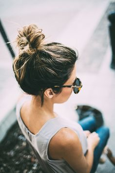 / bun More Messy Top Knots, New England, Date Night Hair, Date Nights, Hair Routines, Photo, Messy Tops, Tops Knot, England Foodies New England Foodie Photo messy top knot My Date Night Hair Routine | Hello Fashion