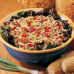 Garden Spaghetti Salad Recipe -This refreshing salad is very popular with my family, especially in summer when crisp sweet corn is fresh. It is particularly good alongside a grilled meat entree. Italian Spaghetti Salad Recipe, Spaghetti With Spinach, Soup And Salad, Pasta Salad, Food Salad, Fruit Salads, Baked Carrots, Main Dish Salads, Salads