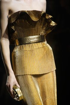 Lanvin Spring 2014 RTW - Details - Fashion Week - Runway, Fashion Shows and Collections - Vogue Gold Fashion, Fashion Week, Fashion Details, High Fashion, Fashion Show, Fashion Trends, Fashion Fashion, Dubai Fashion, Classic Fashion