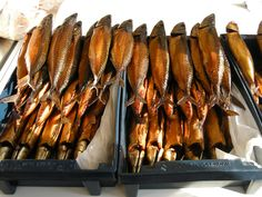 Dutch food: gerookte makreel (smoked mackerel) A must have at least once a week, our village market was on Thursday morning and no market visit was complete without taking home a smoked mackerel or a fried flounder on a piece of paper. Typical Dutch Food, Smoked Mackerel, Party Food Platters, Dutch People, Holland Netherlands, Smoked Fish, Dutch Recipes, White Bread, Food Humor