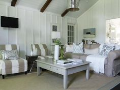 cottage living room-walls, beams.