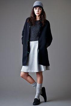 YANKEE MOOD   Jersey y falda de @veromodafashion, abrigo de Hakei y gorra de @klingloves.