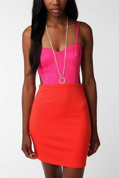 love the colorblocking combo, feeling a bit inspired by the color combo...