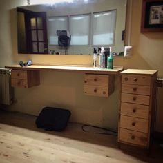 Meson aereo de peluqueria y cajonera Patagonia, Interior Exterior, Barber Shop, Corner Desk, Instagram Posts, Furniture, Ideas, Home Decor, Barbershop Design