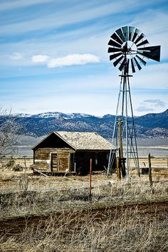 I would love to live a week very far from all the world.with a windmill in the background . Country Barns, Country Life, Country Living, Farm Windmill, Westerns, Old Windmills, Land Of Enchantment, Country Scenes, Water Tower