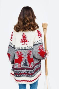 This makes me pretty excited! I LOVE real wool sweaters Fall Winter Outfits, Winter Fashion, Cowichan Sweater, Sweater Making, Wool Sweaters, Knitting Sweaters, Sweater Weather, Christmas Sweaters, Knitwear