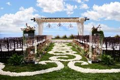 love the long arch so that you can have 3 chandeliers. Clear boxes with large beachy branches incorporate the background.