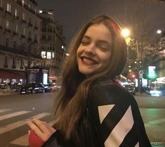Shared by Ivy_Keira. Find images and videos about model and barbara palvin on We Heart It - the app to get lost in what you love. Antoine Griezmann, Selfies Ideas, Barbara Palvin Instagram, Tmblr Girl, Wattpad, Models Makeup, Aesthetic Girl, Couple, Photography Poses