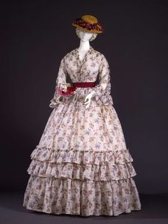 Dress of flower printed white linen 1848-1850 ca. Costume Gallery of Palazzo Piti http://www.europeanafashion.eu/record/a/4405f2e6e27d9627a04e492728eeefdaee0d8499ea7419daa20aabd6b84d4069