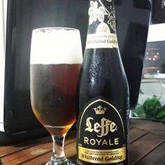 Leffe Royale. Essa belga é feita a partir de três tipos de lúpulo. Estilo Belgian Dark Strong Ale. Escura e com espuma abundante. Tem sabor maltado forte. Teor alcoólico de 7,5%. #cerveja #beer #bier #cerveza #leffe #lefferoyale #whitbreadgolding #belgianbeer #cervejabelga #belgium #mais1gole #bebamenosbebamelhor #craftingbeers #instabeer #breja #cervejadodia