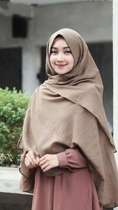 Versions Share ©by: █║ Rhèñdý Hösttâ ║█ Thank you for vi Hijab Style Dress, Casual Hijab Outfit, Hijab Chic, Beautiful Muslim Women, Beautiful Hijab, Muslim Fashion, Hijab Fashion, Skirt Fashion, Modest Dresses
