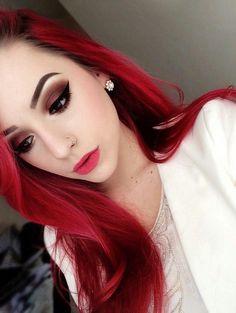 Redhead Grunge Girl with Smokey Eye Lashes Makeup Look - http://ninjacosmico.com/35-grunge-make-up-ideas/