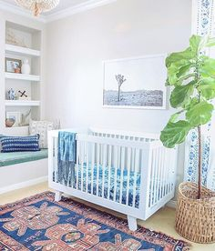 this rug!! loving all the beachy boho vibes in this space! ✌️ | thanks for sharing @thewovenhome  | #babyletto Hudson crib