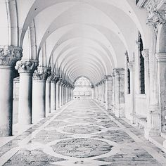 White Italian Architecture: Venezia Palazzo Ducale by Stefano Orazzini Dark Shades, Shades Of White, Black And White, Pure White, White Art, White Marble, Arquitectura Wallpaper, A Darker Shade Of Magic, Red Queen