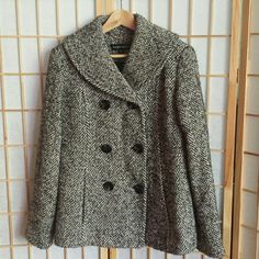 Wool Winter Pea Coat Jacket Beautiful Ellen Tracy Wool Jacket with pockets, big buttons and inner lining. Warm, cozy and sophisticated.  You want this timeless piece in your wardrobe! (Worn only one time before moving to sunny SoCal) Ellen Tracy Jackets & Coats Pea Coats