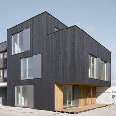 Rotterdam studio Pasel Kuenzel Architects completed this house on the site of a former slaughterhouse in Leiden, Netherlands Residential Architecture, Amazing Architecture, Interior Architecture, Building Architecture, Timber Cladding, Exterior Cladding, Container Van House, Dutch House, Villa