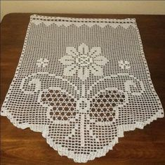 Magda Ioannou Skiathos's media content and analytics Crochet Patterns Filet, Crochet Lace Edging, C2c Crochet, Doily Patterns, Crochet Videos, Sewing Patterns, Crochet Dollies, Crochet Gifts, Smocking Tutorial