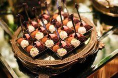 Inesquecível Casamento | Casamento | Wedding | Doces | Docinhos | Mesa de doces | Decoração mesa de doces | Brigadeiros