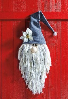 Create Your Own Winter Wonderland with Ideas from this Free Holiday Crafts E-book! Christmas Gnome, Christmas Projects, Gnome Ornaments, Felt Sheets, Textured Yarn, Theme Noel, Simple Christmas, Homemade Christmas, Holiday Crafts
